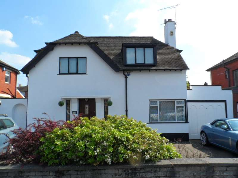 4 Bedrooms Detached House for sale in Warbreck Hill Road, Blackpool, FY2 0SZ