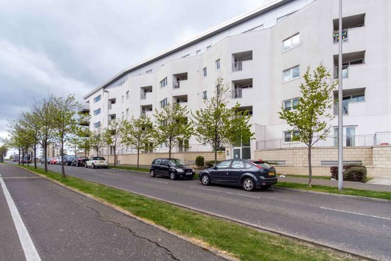 3 Bedrooms Flat for sale in Hesperus Crossway, Granton, Edinburgh, EH5 1GH