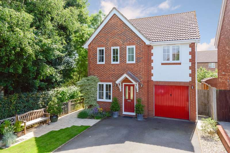 4 Bedrooms Detached House for sale in Smithy Drive, Kingsnorth, Ashford, TN23