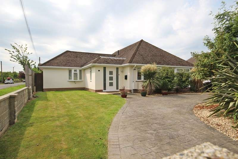 3 Bedrooms Detached Bungalow for sale in Copse Avenue, New Milton