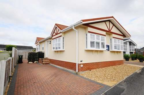 2 Bedrooms Park Home Mobile Home for sale in Pinehurst Park, West Moors, Ferndown, Dorset