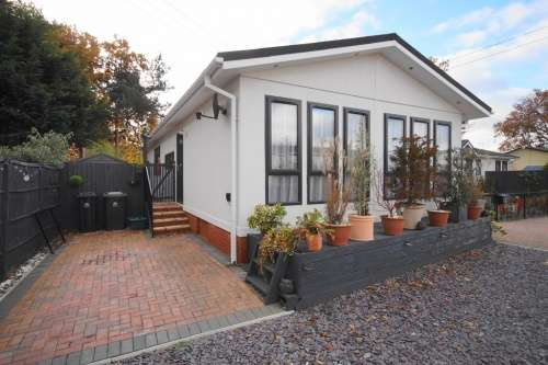 2 Bedrooms Detached House for sale in Pinehurst Park, West Moors