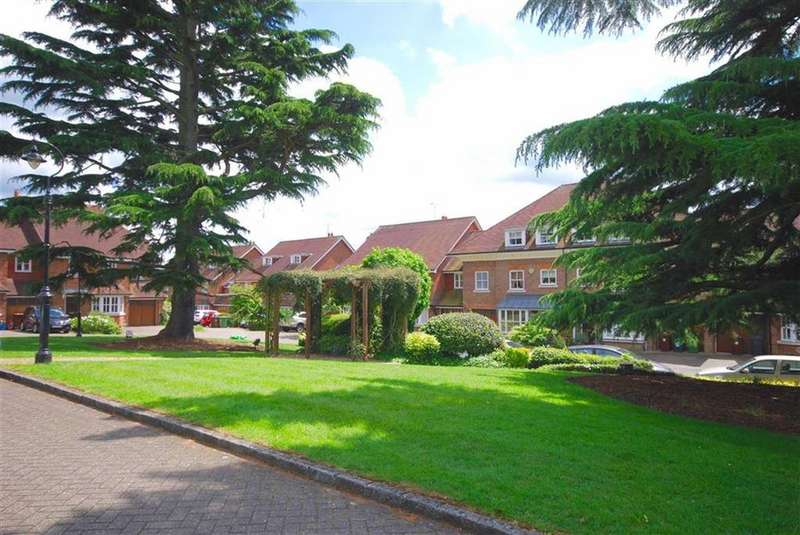 5 Bedrooms House for sale in The Lawns, Shenley