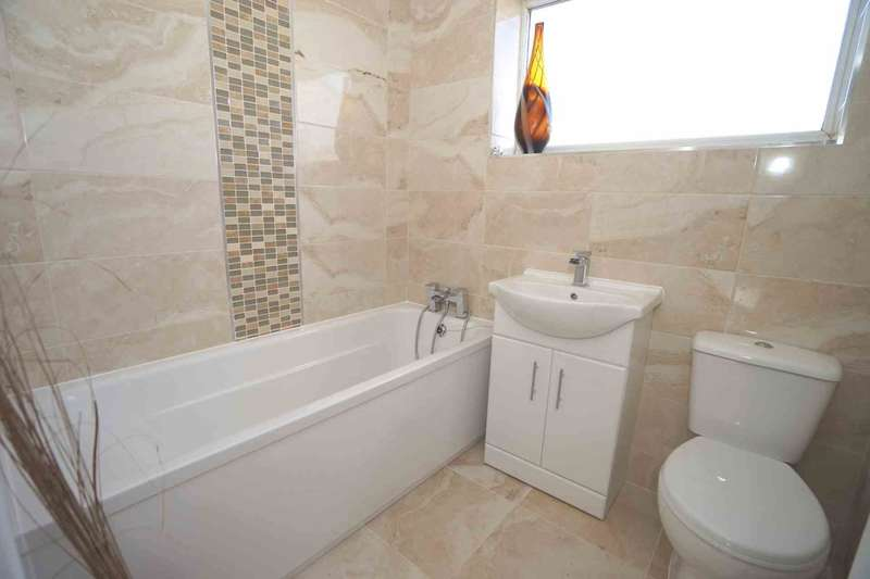 3 Bedrooms Town House for sale in Wright Street, Horwich