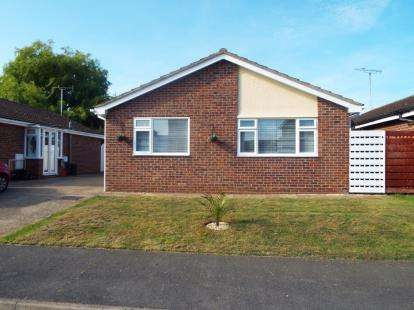 3 Bedrooms Bungalow for sale in Kirby Cross, Frinton-On-Sea, Essex