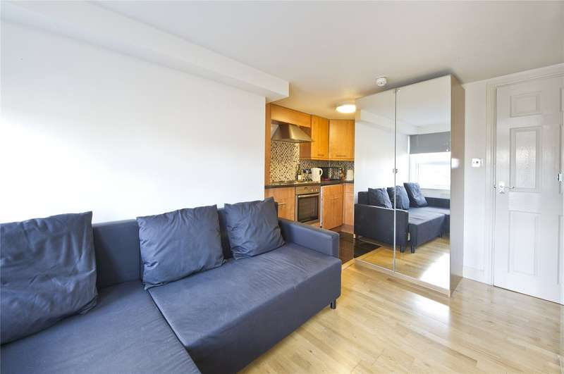 Flat for sale in Richmond Hill, Richmond, TW10