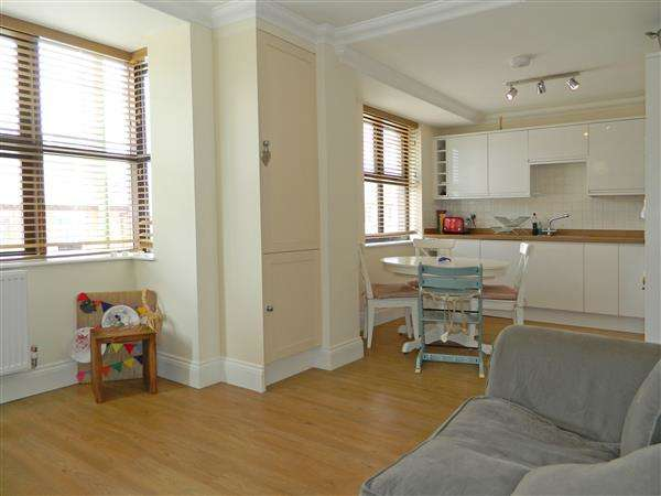 3 Bedrooms Apartment Flat for sale in The Gables, Bepton Road, Midhurst