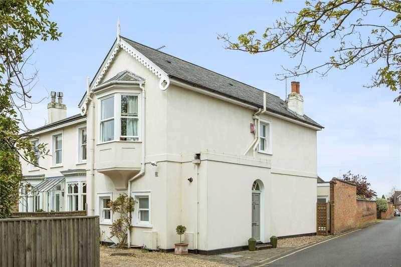 3 Bedrooms Semi Detached House for sale in Oatlands Drive, Weybridge, Surrey, KT13