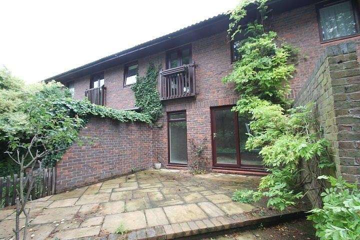 3 Bedrooms Terraced House for sale in Island Close, Staines-Upon-Thames, TW18