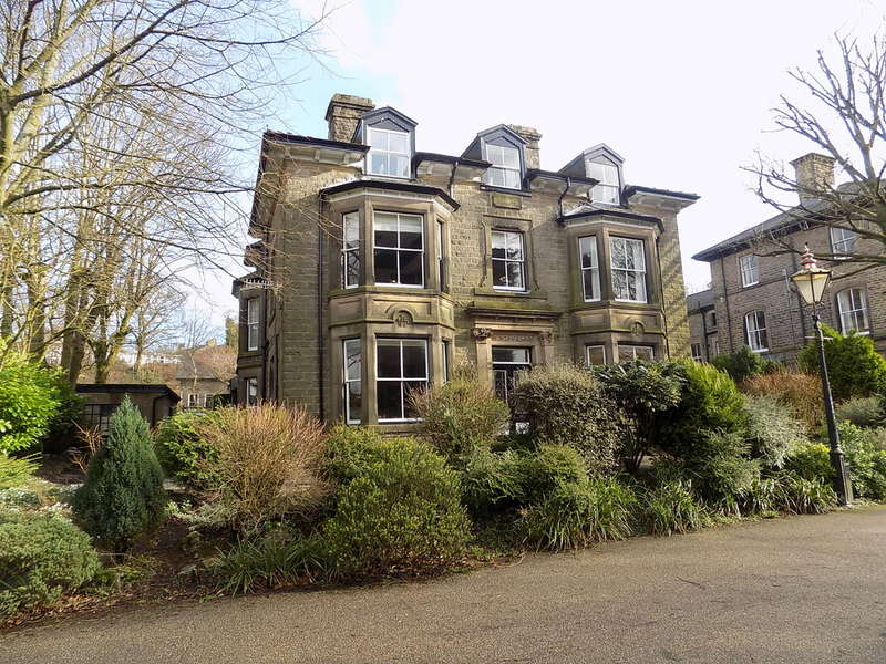 3 Bedrooms Flat for sale in Carlisle House, Broad Walk