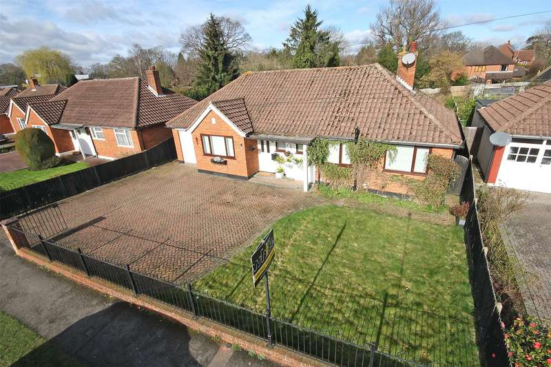 4 Bedrooms Detached Bungalow for sale in Cheyne Walk, Horley, Surrey, RH6