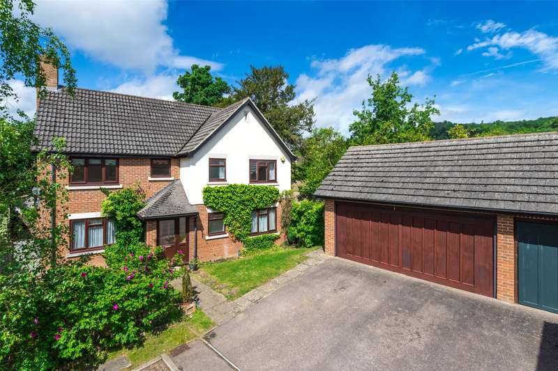 4 Bedrooms Detached House for sale in Howard Place, Reigate Hill, Reigate, Surrey, RH2