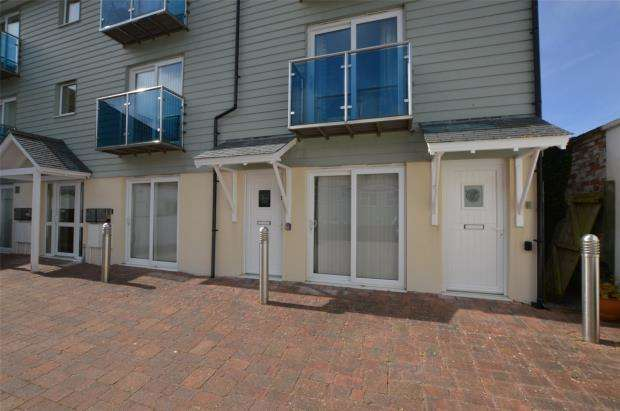 1 Bedroom Flat for sale in St James Court, Stennack, St. Ives, Cornwall