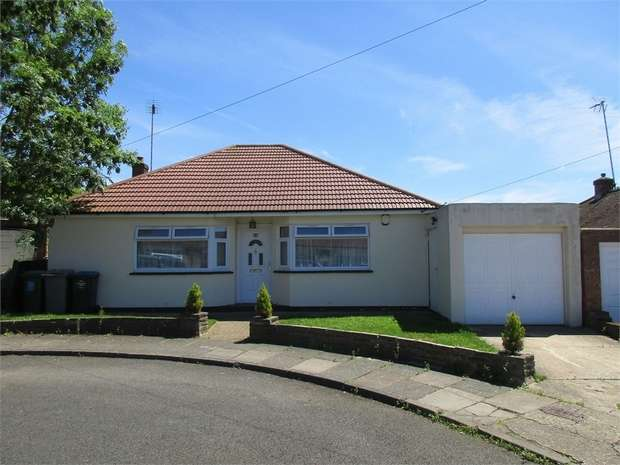 3 Bedrooms Detached Bungalow for sale in Ledway Drive, WEMBLEY