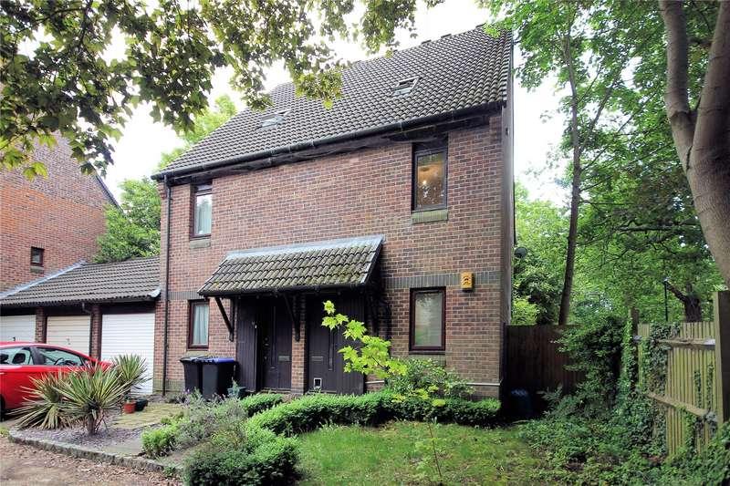 2 Bedrooms Maisonette Flat for sale in Hurlford, Woking, Surrey, GU21