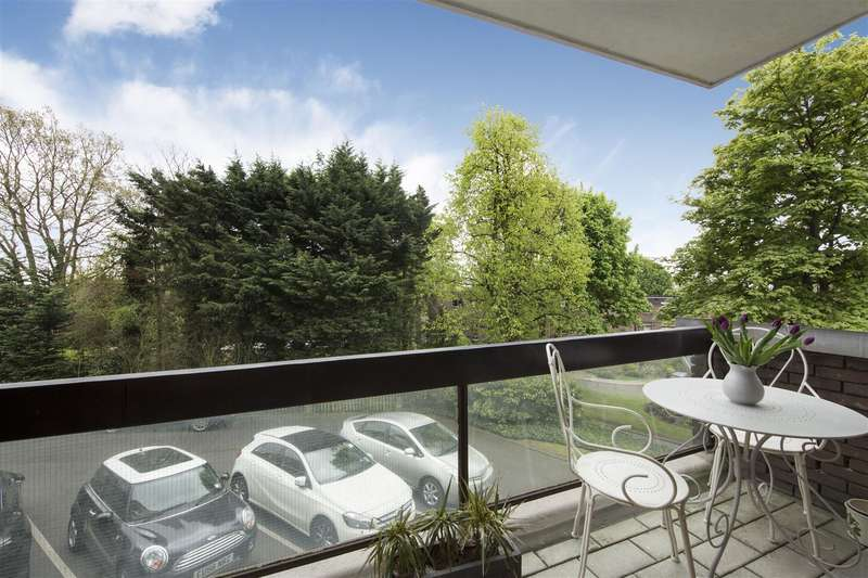 4 Bedrooms Flat for sale in Oak Hill Park, Hampstead Village, NW3