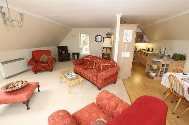3 Bedrooms Flat for sale in Flat 25 Redgate Heights, Hunstanton