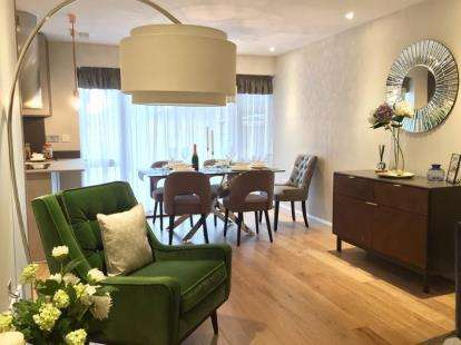2 Bedrooms Flat for sale in Gants Hill, Ilford, Essex