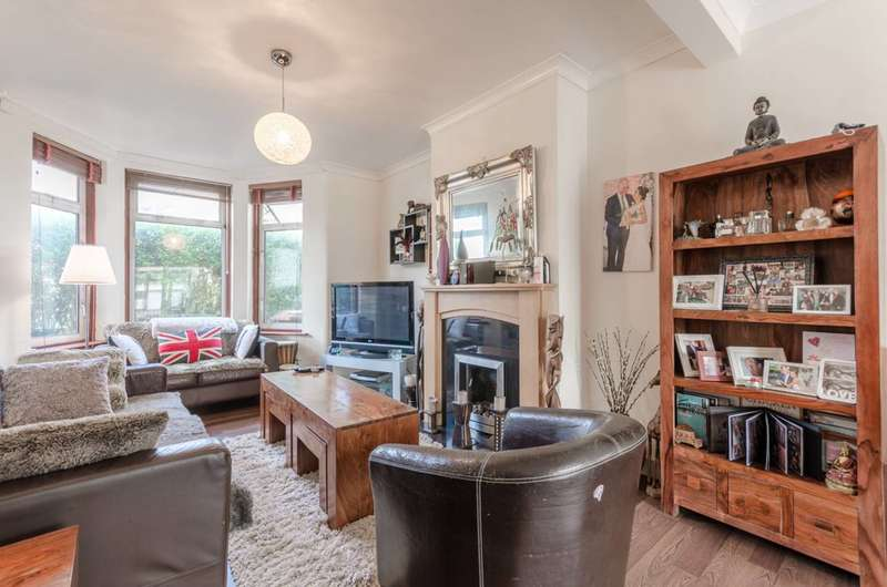 3 Bedrooms Terraced House for sale in Ardleigh Road, Lloyd Park, E17