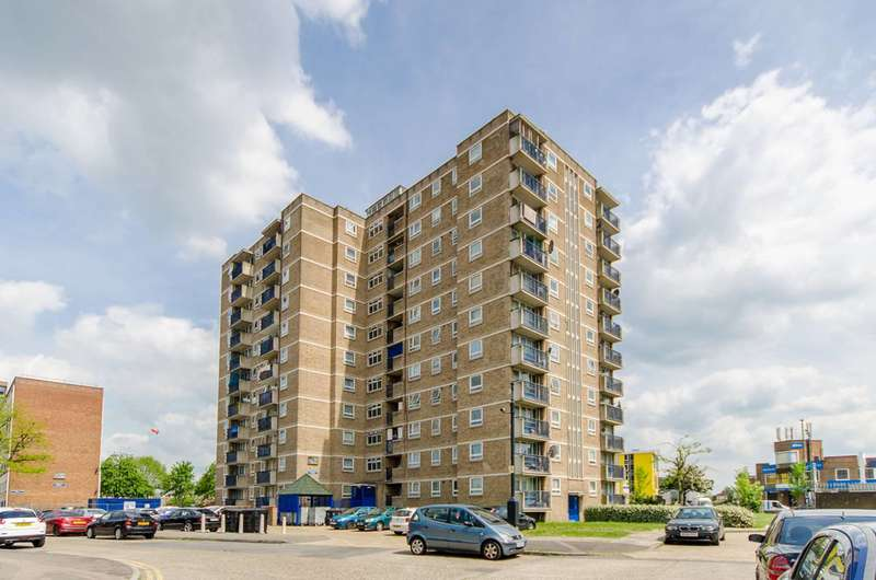 2 Bedrooms Flat for sale in Ayley Croft, Enfield, EN1