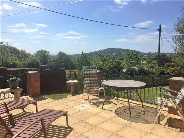 4 Bedrooms Semi Detached House for sale in Long Cross, Shaftesbury