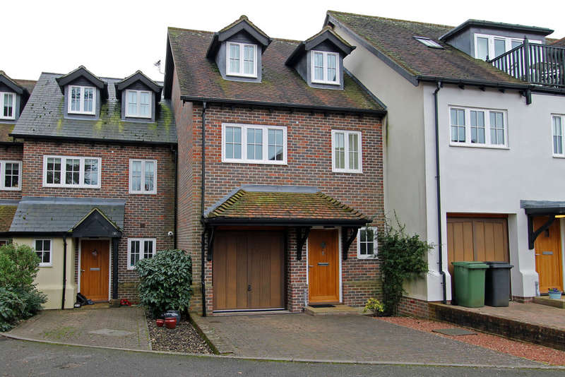3 Bedrooms Town House for sale in Mosse Court, Wickham