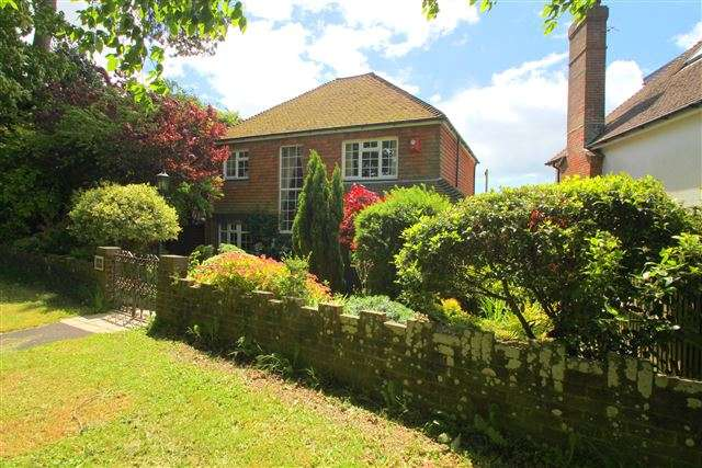 3 Bedrooms Detached House for sale in Surrenden Road, Brighton, BN1 6NN