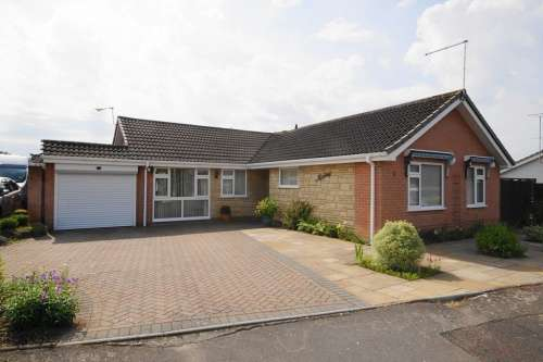 3 Bedrooms House for sale in Woolslope Road, West Moors, Ferndown, Dorset
