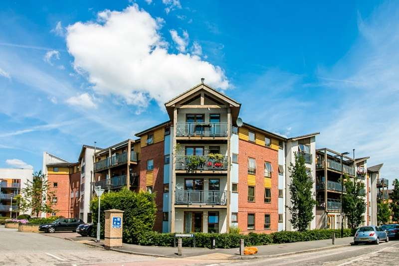 2 Bedrooms Flat for sale in Pawsons road, Croydon, Surrey, CR0