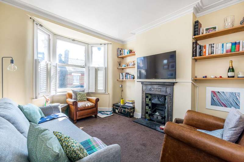 3 Bedrooms Maisonette Flat for sale in Third Cross Road, Twickenham, TW2