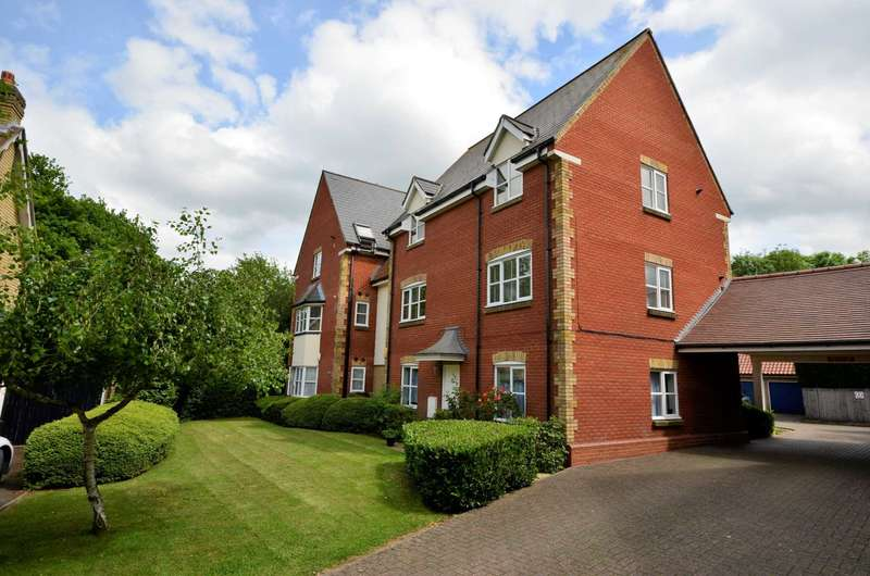 2 Bedrooms Flat for sale in Bramble Tye, Laindon