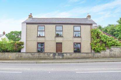 4 Bedrooms Detached House for sale in Redruth, Cornwall, U.K.