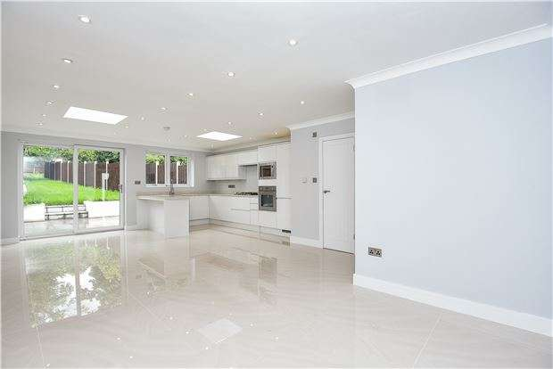 4 Bedrooms Terraced House for sale in Covington Way, LONDON, SW16