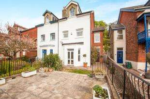 5 Bedrooms Semi Detached House for sale in Lower Road, River, Dover, Kent