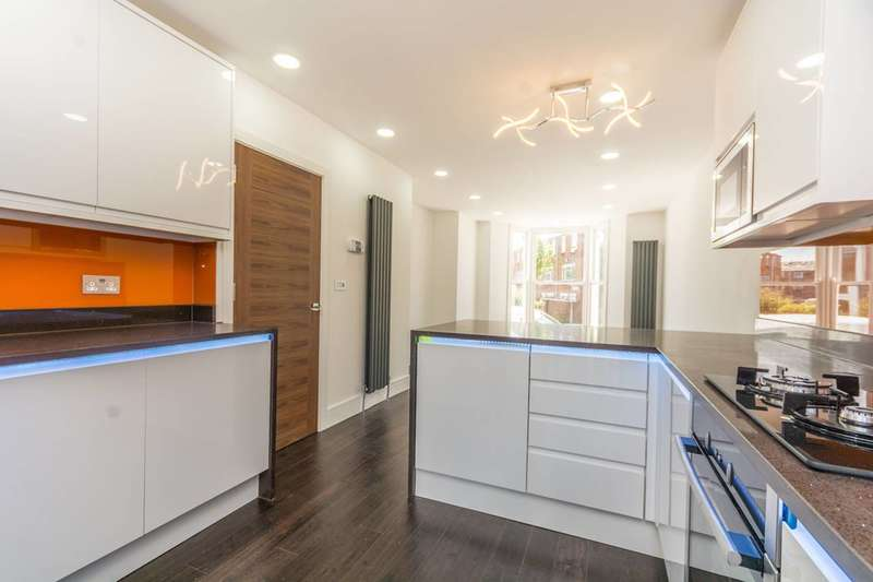 3 Bedrooms Flat for sale in Pellerin Road, Stoke Newington, N16
