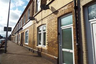 5 Bedrooms Flat for rent in Splott Road, Splott, Cardiff
