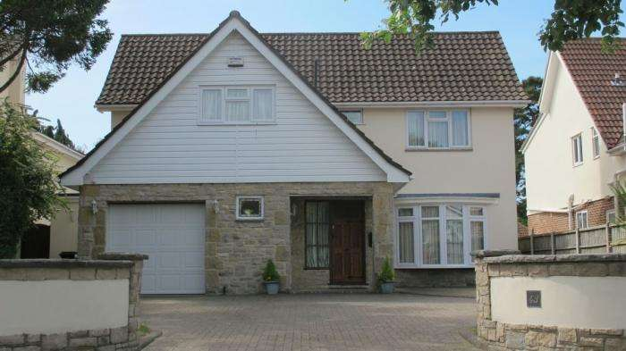 4 Bedrooms Detached House for sale in Feversham Avenue, Queens Park