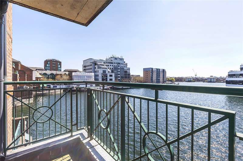 2 Bedrooms Flat for sale in Pepper Street, London, E14