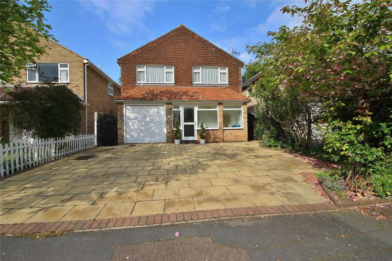 4 Bedrooms Detached House for sale in Well Close, Horsell, Surrey, GU21