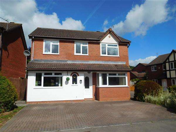 4 Bedrooms Detached House for sale in Heronston Close, Undy