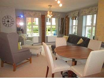 2 Bedrooms Flat for sale in Summer Drive, Sandbach, CW11 4EJ