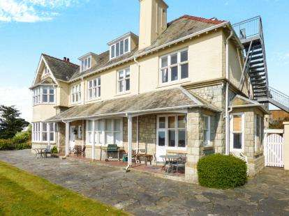 4 Bedrooms Flat for sale in Craig Y Mor, Lon Pont Morgan, Abersoch, Gwynedd, LL53
