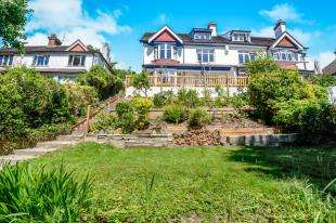 5 Bedrooms Semi Detached House for sale in Cliff End, Purley, Surrey, England