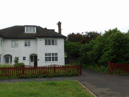 6 Bedrooms Semi Detached House for sale in Grove Road, Loughborough, Leicestershire