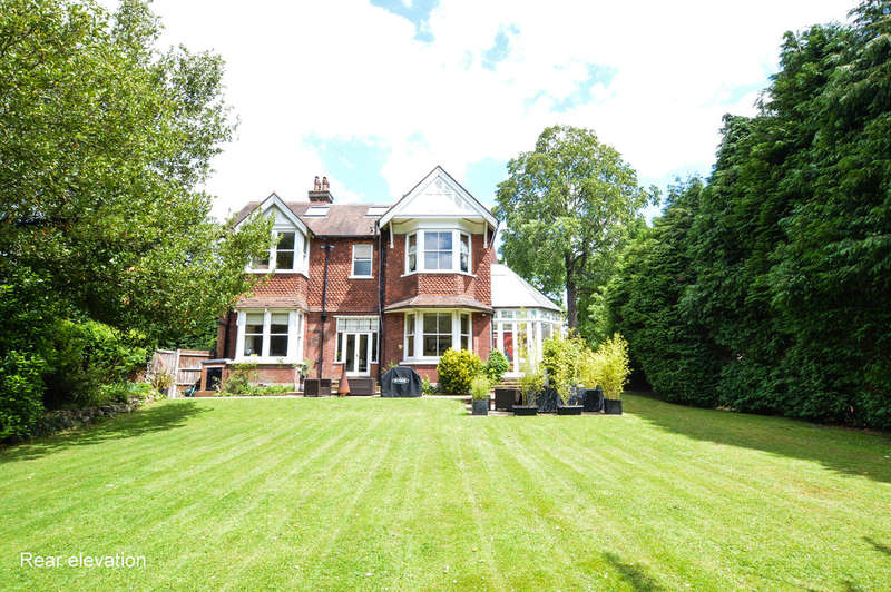 5 Bedrooms Semi Detached House for sale in Wray Common Road, Reigate