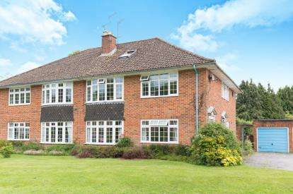 4 Bedrooms Maisonette Flat for sale in Lyndhurst, Hampshire