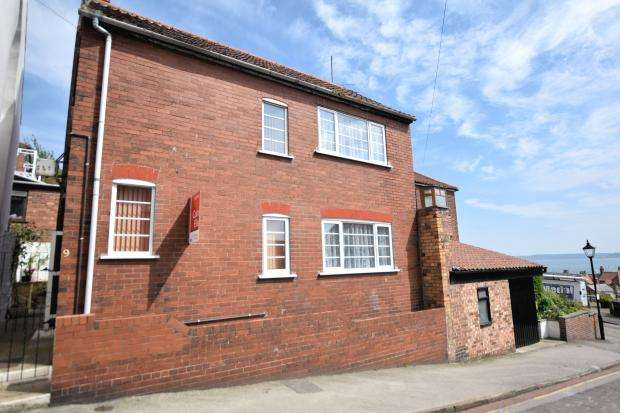 3 Bedrooms Detached House for sale in Castlegate, Scarborough, North Yorkshire, YO11 1QY