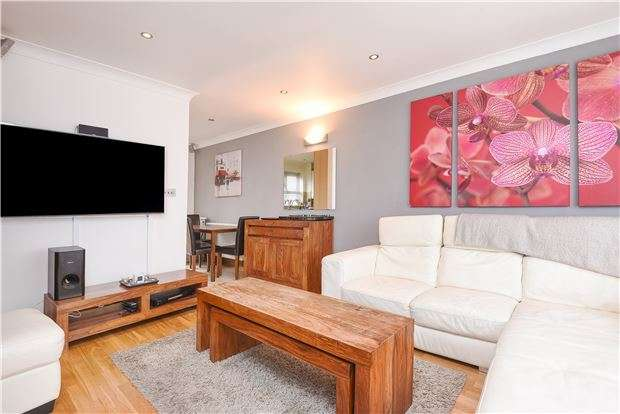 2 Bedrooms Terraced House for sale in Firs Close, Mitcham, Surrey, CR4