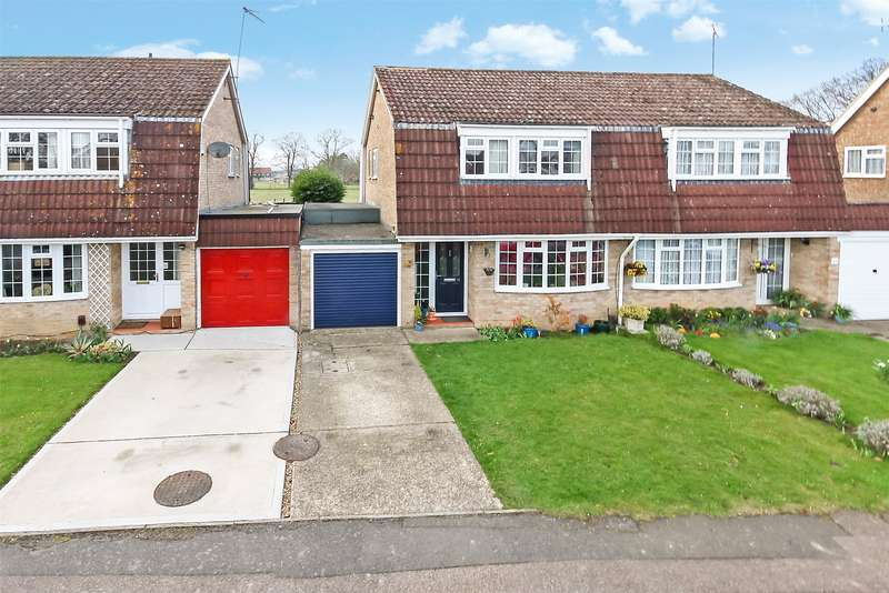 3 Bedrooms Semi Detached House for sale in Landen Park, Horley, Surrey, RH6