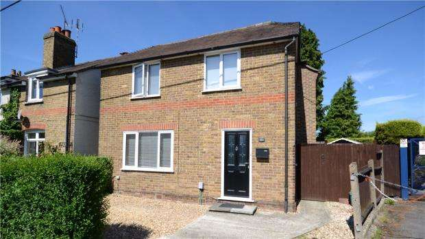 3 Bedrooms Detached House for sale in Badshot Lea Road, Badshot Lea, Farnham